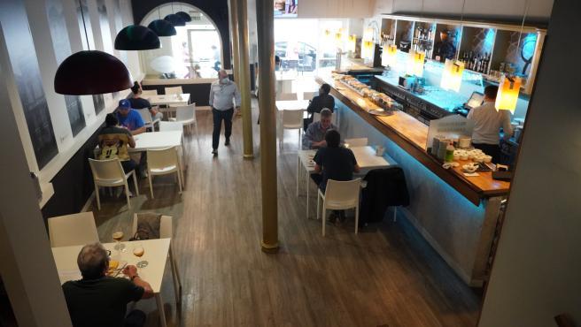 Clientes en un restaurante de Bilbao en la Fase 2.