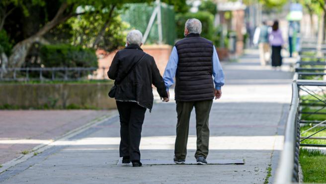 La Seguridad Social destinó el presente mes de mayo la cifra de 9.852,8 millones de euros al pago de las pensiones contributivas, un 2,5% más que en el mismo mes de 2019 pero casi un 0,3% menos que en abril, lo que supone el primer retroceso mensual de la serie histórica.