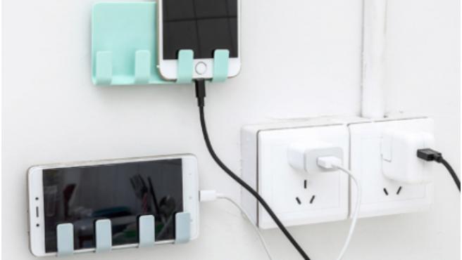 Algunos de los accesorios para móviles se han convertido en imprescindibles.