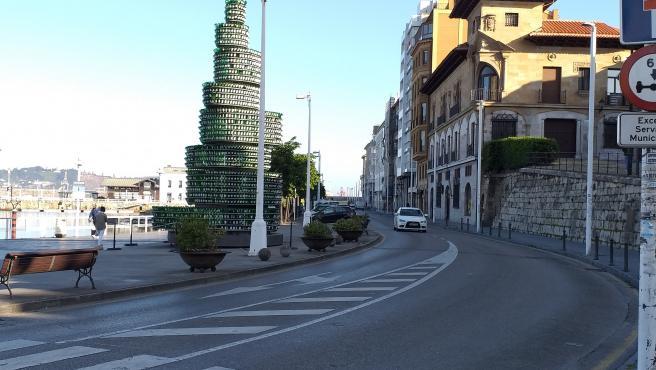 Calle Claudio Alvargonzález, en el Puerto Deportivo de Gijón