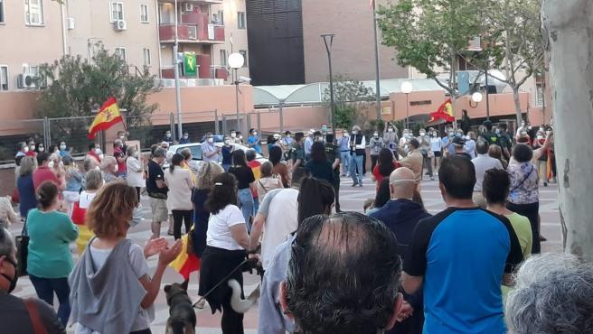 Concentración en la Comandancia de la Guardia Civil en Tres Cantos para rendir homenaje a De Cobos.