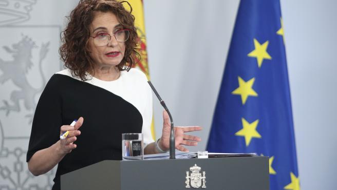 La ministra portavoz y de Hacienda, María Jesús Montero, comparece ante los medios tras el Consejo de Ministros celebrado en Moncloa, en Madrid (España), a 26 de mayo de 2020.