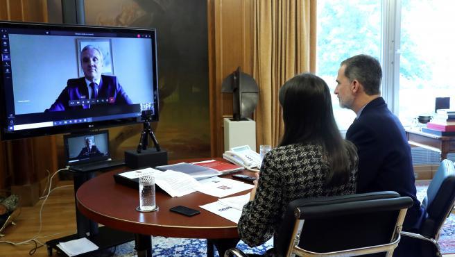 Los Reyes en una videoconferencia con las agencias de viajes.