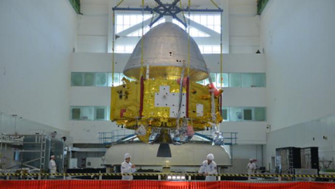La nave espacial consta de un orbitador y el segmento de aterrizaje para el rover.