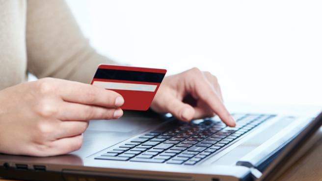 Pago con tarjeta en comercios electrónicos