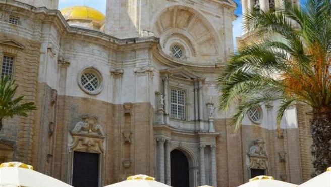 Plaza de la Catedral en cádiz son terraza de bares