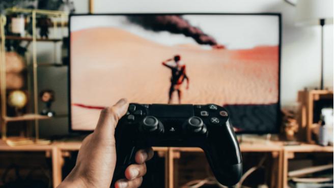 Jugar a los videojuegos es una de las mejores formas de divertirse en casa.