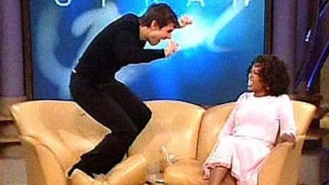Hace 15 años, Tom Cruise saltó sobre el sofá de Oprah