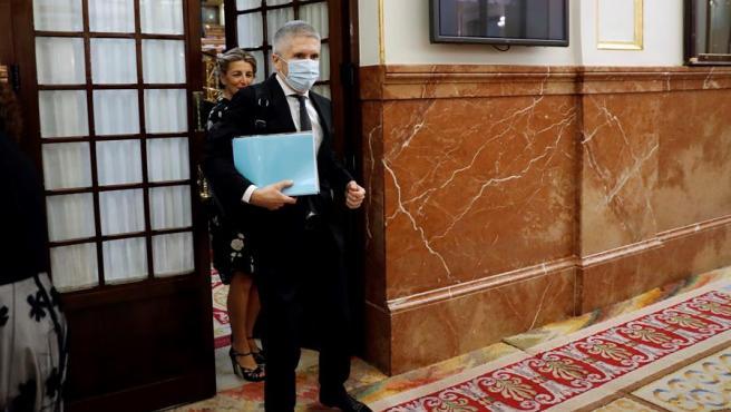 El ministro del Interior, Fernado Grande-Marlaska, abandona el hemiciclo durante la sesión de control al Ejecutivo.