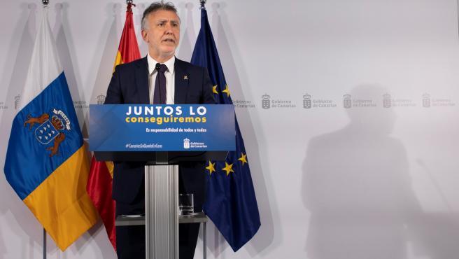 """Torres dice que cuando Canarias esté en la fase 3 """"será el momento de aumentar"""" la conectividad con la península"""