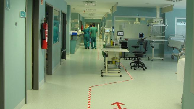 Foto de archivo de una UCI de apoyo para enfermos de COVID-19.