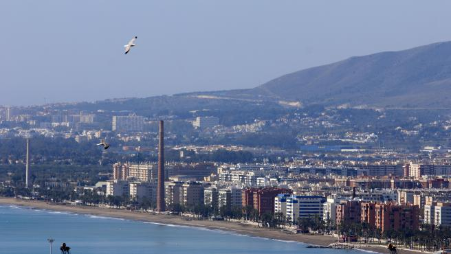 MLG 26-03-2020.-Vistas de calles y avenidas vacías por el Estado de Alarma por el Gobierno español a causa de la pandemia del COVID-19, imagen de la Playa de Huelín.-ÁLEX ZEA.