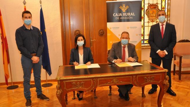Teresa Ladrero y Francisco Javier Alfaro firman el convenio