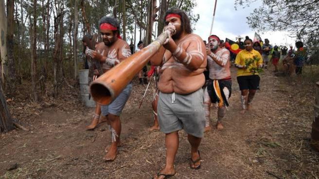 Aborígenes australianos protestan contra las construcciones cercanas al área en la que viven.