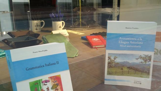 Llibru de llingua asturiana.