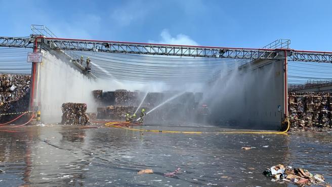 Arde una zona del parque de papel recuperado de Saica, sin ocasionar daños personales.