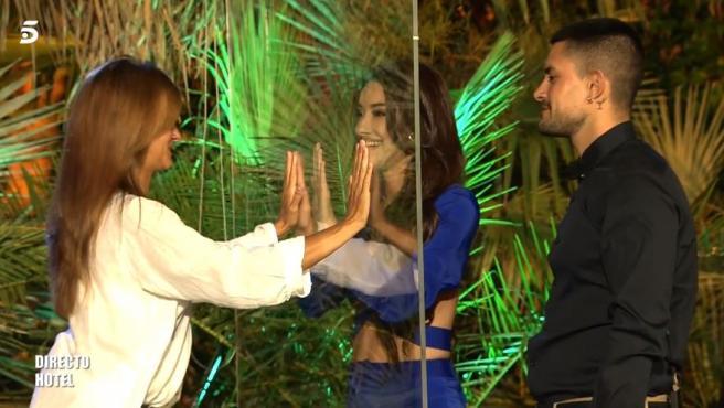 Adara y su hermano Aitor se reencuentran con su madre Elena en 'Supervivientes'.