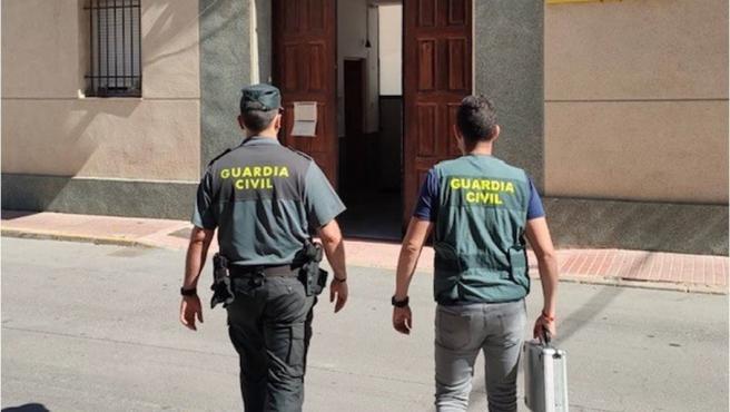 Agentes de la Guardia Civil en Callosa de Segura (Alicante)