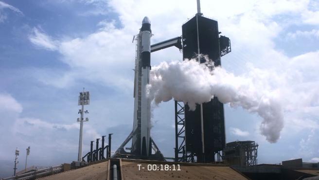 Carga de oxígeno líquido en el cohete Falcon 9.