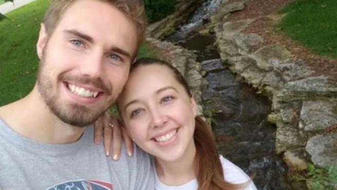 Justin Montney y su prometida Alexis, fallecida el pasado mes de febrero.