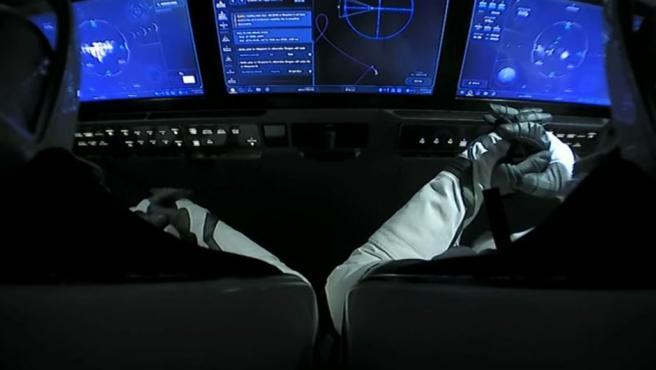 Los astronautas de la primera nave comercial de la historia, llegando a la EEI.