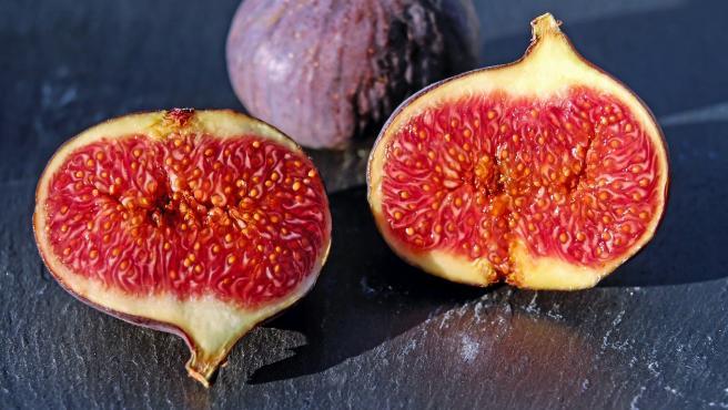 Las brevas, que se recogen a finales de la primavera, son el primer fruto que la higuera produce al año.