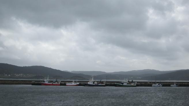Flota, barcos, amarrada, amarrados, temporal, puerto, buques, marineros, pescadores, pesca