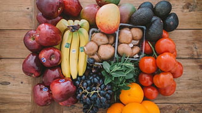 Las frutas y alimentos con alto contenido en potasio son beneficiosos contra los edemas.