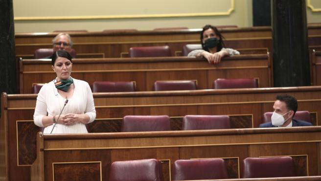 La diputada y portavoz adjunta de Vox en el Congreso, Macarena Olona, interviniendo en el pleno de control al Gobierno.