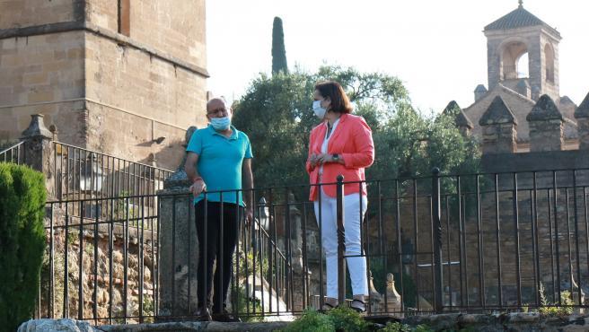 Blanca Torrent en los jardines del Alcázar de los Reyes Cristianos.