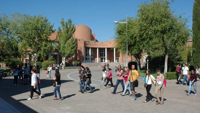 Alumnos, estudiantes, universitarios, campus