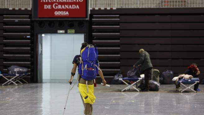 LLegada de personas sin hogar al intererior del Palacio de deportes. Ganada a 27 de marzo del 2020