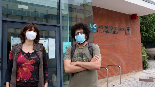 Los investigadores del Instituto de Física de Cantabria Pablo Martínez Ruiz del Árbol y Lara Lloret Iglesias
