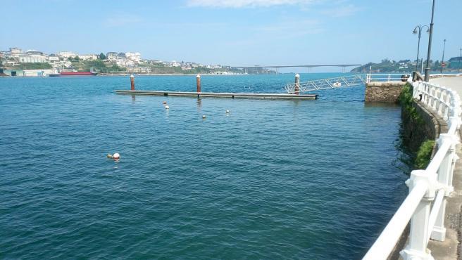 Pantalán en el puerto de Castropol.