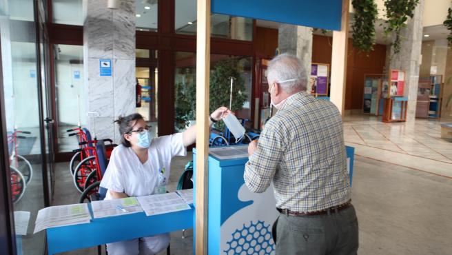 Refuerzo de información en los accesos a los nuevos circuitos de atención en el Hospital San Juan de Dios del Aljarafe.