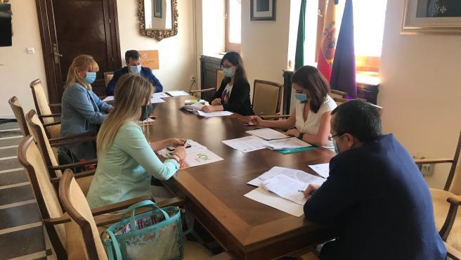 Reunión del alcalde, Julio Millán, con los portavoces de los grupos políticos con representación en el Ayuntamiento de Jaén