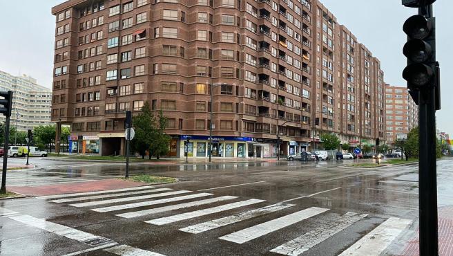 Avenida de la Paz de Burgos tras la tormenta.