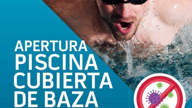 Cartel de anuncio de reapertura de piscina en Baza