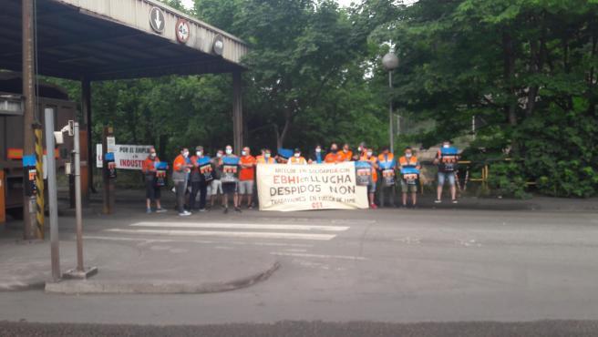 Concentración en Veriña, a la entrada de ArcelorMittal, en apoyo a los cuatro trabajadores de la EBHI en huelga de hambre y en contra del despido de siete compañeros