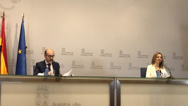 El consejero de Cultura y Turismo, Javier Ortega, comparece junto a la directora general de Turismo, Estrella Torrecilla.