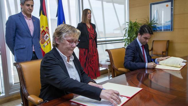 Firma del convenio entre la directora de Acción Cultural, Gema Agudo, y el ICAF para poner en marcha la línea de financiación ICAF-CULTURA-COVID