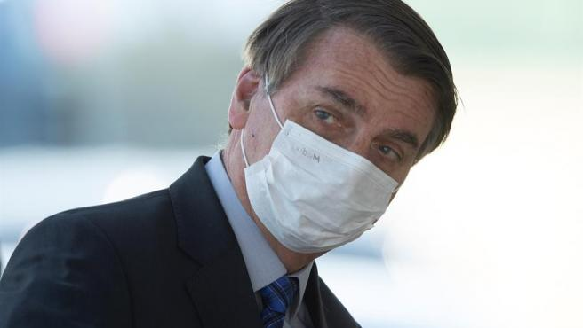 El presidente de Brasil, Jair Bolsonaro, con mascarilla por la pandemia del coronavirus, en Brasilia.