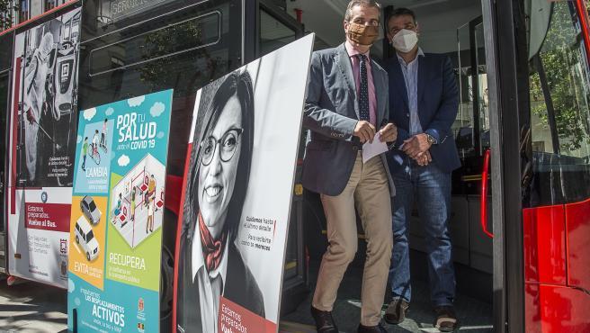 Trabajadores protagonizan una campaña para fomentar el uso del transporte público en la capital