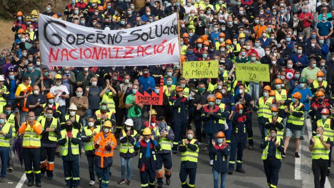 San Cibrao, Cervo, Lugo. Manifestación entre la fábrica de Alcoa y el pueblo de San Cibrao. En la imágen, manifestación entre la fábrica de Alcoa y San Cibrao, que ha discurrido por la N-642 en la mañana del martes 2 de junio