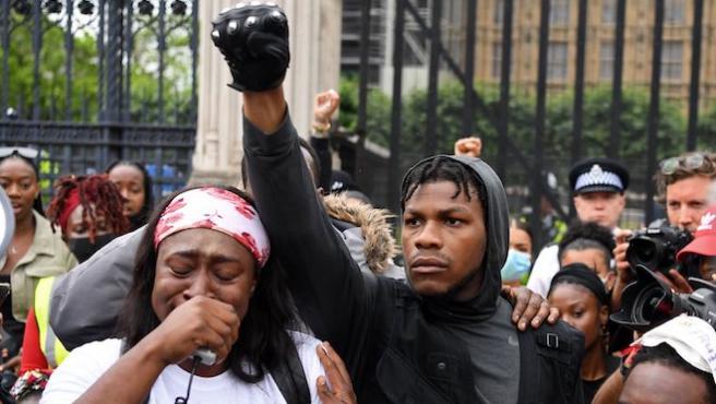 """""""Estamos contigo, John"""": El mundo del cine cierra filas en torno a John Boyega"""