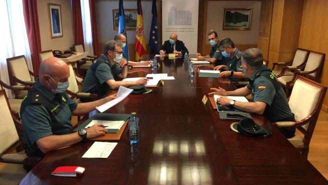 El delegado del Gobierno, Javier Losada, mantiene una reunión con miembros de la Guardia Civil sobre el proceso de desescalada
