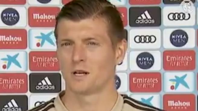 Kroos habla para los medios oficiales del Real Madrid.
