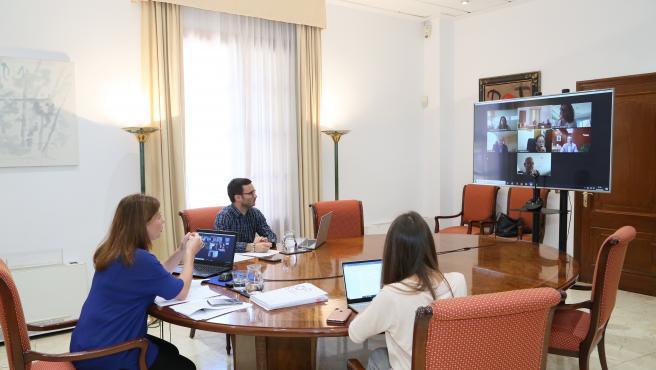 El gerente del Ibassal, Rubén Castro, y la investigadora Margalida Frontera han acompañado a la presidenta del Govern, Francina Armengol.