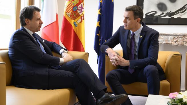 El presidente español, Pedro Sánchez, y el primer ministro italiano, Giuseppe Conte, en una imagen de archivo.