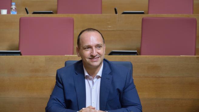 El vicepresident segon, Rubén Martínez Dalmau, assegut en el seu escó dels Corts